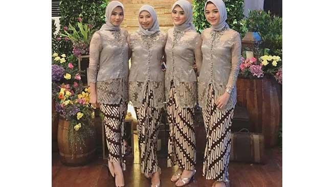 Kebaya dengan rok batik klasik