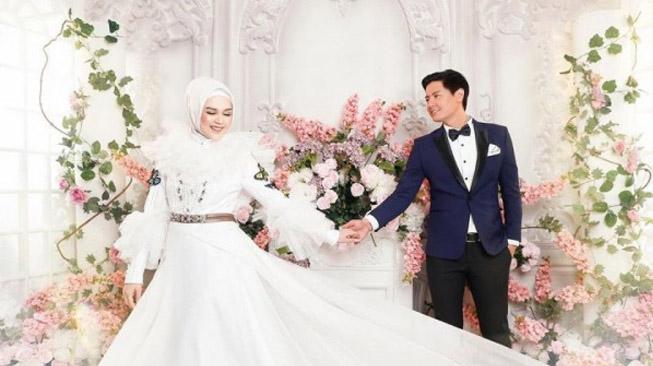 Menentukan Warna Baju Pernikahan